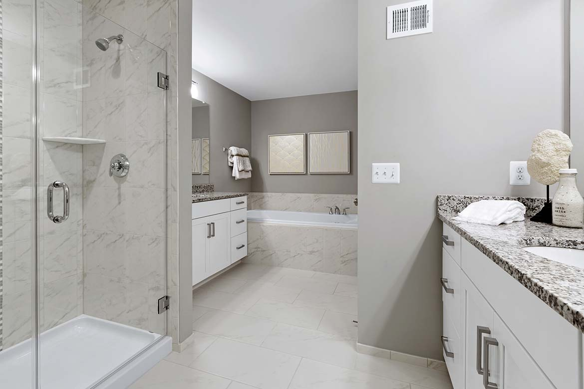 Gateway Commons - Kent Master Bathroom