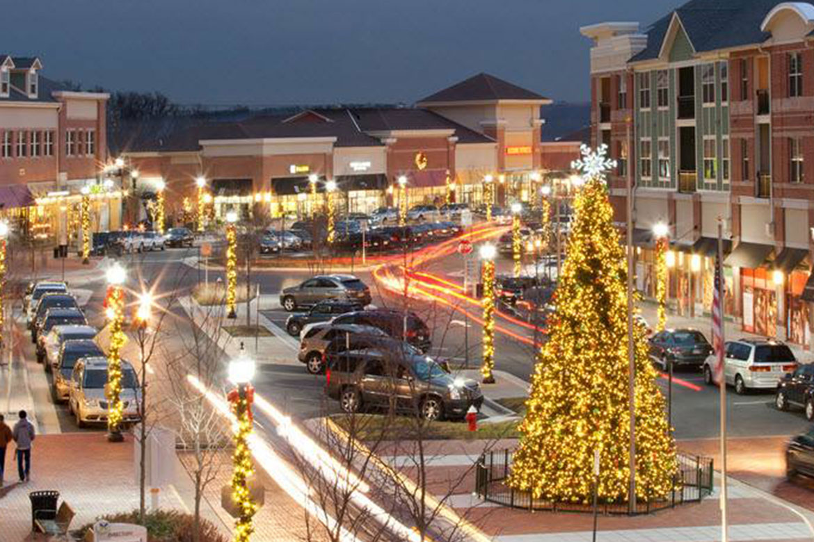 Villages at Leesburg Tree Lighting Holiday Decorations