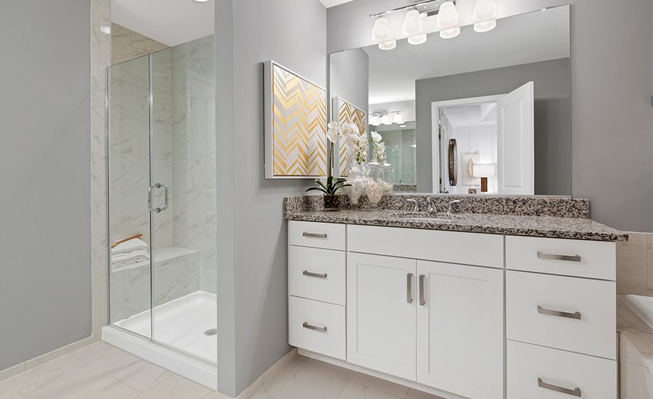 Gateway Commons Kent Model Master Bathroom