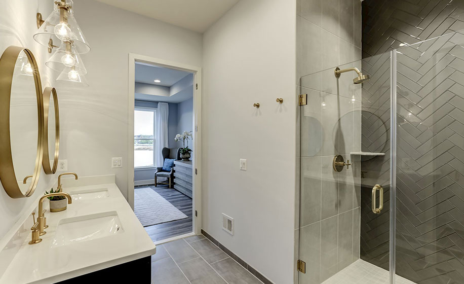 Birchwood at Brambleton Marlowe Main Level Master Bathroom